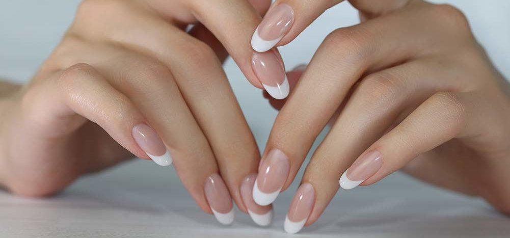 smukke franske negle med akryl gel i negletekniker uddannelsen